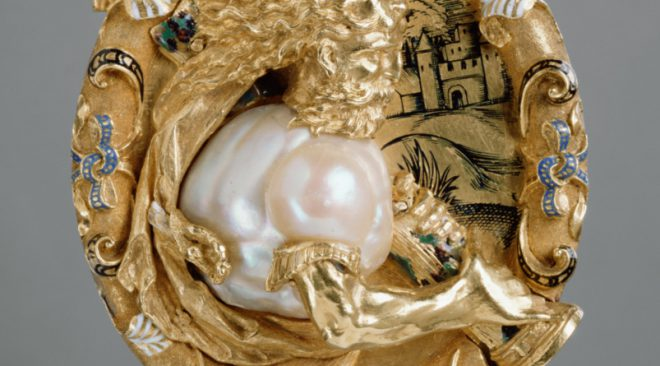 a photograph of a pearl pendant